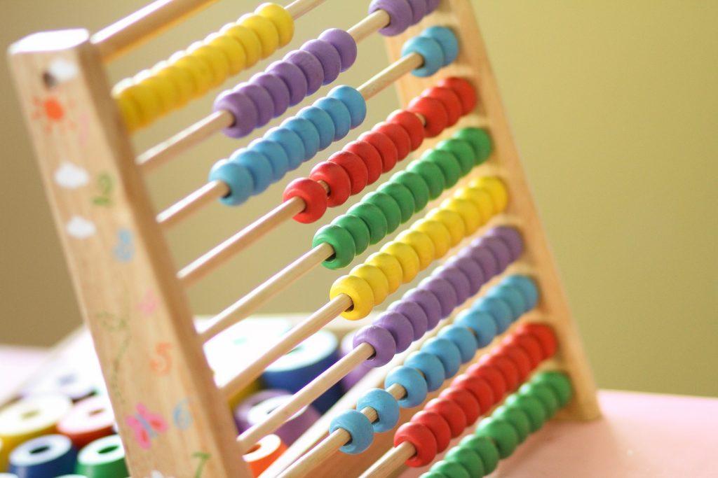 Abaco con cuentas de colores