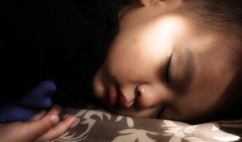 Niño pequeño dormido