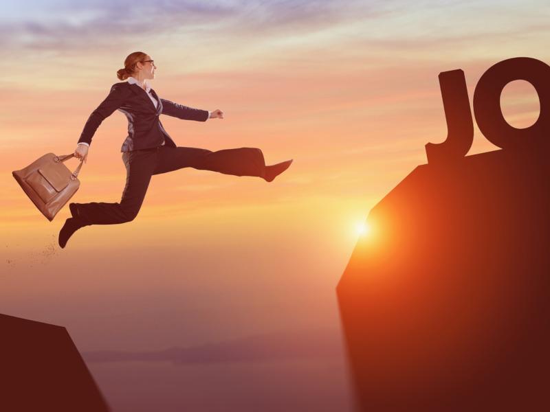 Mujer saltando hacia el éxito, Eva Pinacho coaching empresarial
