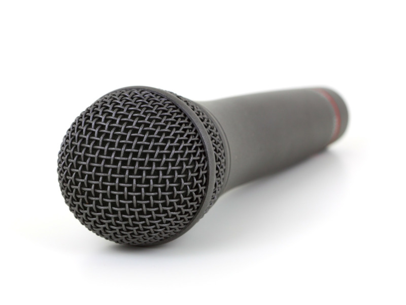 Micrófono, un instrumento utilizado para comunicarse con grandes audiencias