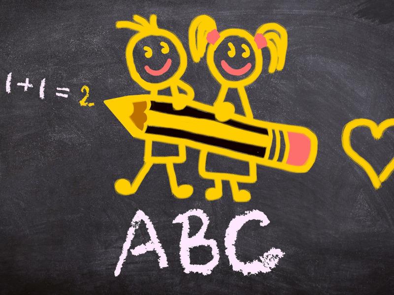 Dibujo en pizarra de dos niños sosteniendo un lapicero, operaciones matemáticas, corazón y letras ABC
