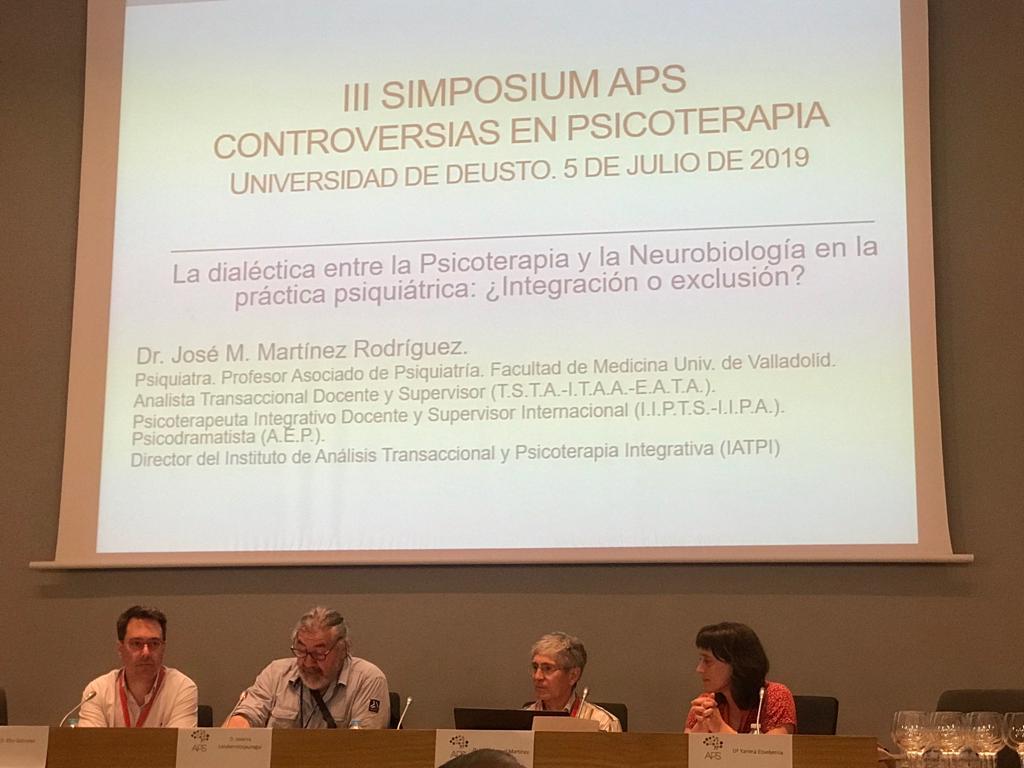 Fotografía sacada en el tercer simposium de APS en Bilbao sobre controversias en psicoterapia